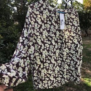 Easel flowy bohemian top with gorgeous sleeves